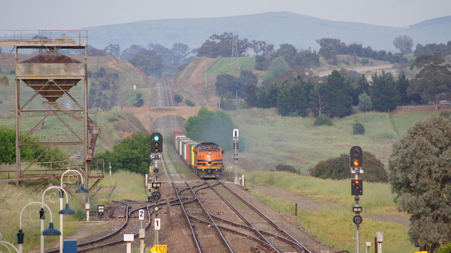 CLF4 leading freight through Yass Junction