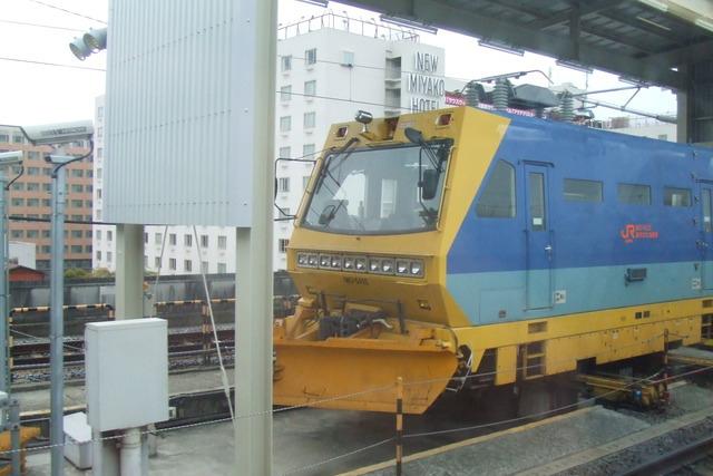 Shinkansen track machines