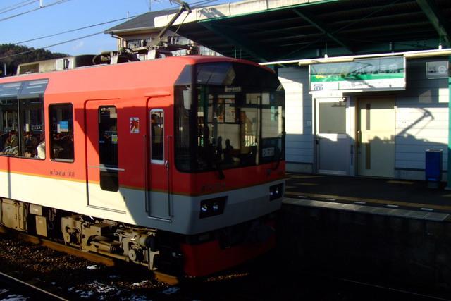 Kirara 900 at Iwakura Station