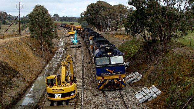 NR26 hauling northbound steel