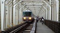 223 Series crossing Yodogawa Bridge