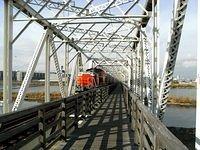 DD51 crosses Yodogawa Bridge