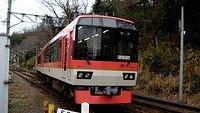 Eizan Dentetsu Kirara 900 Maple Red