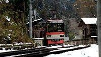 Eizan Dentetsu Kirara 900 Maple Red_002