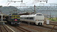 Twilight Express EF81 104 joins (passing Thunderbird)