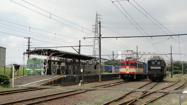 ED403 in yard at Hina