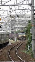 EF66 approaching Nishiakashi Station