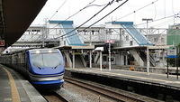 Super Hakuto approaching Nishiakashi Station