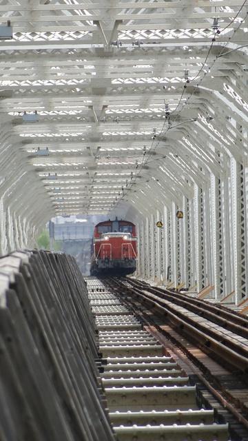 DD51 heading north on Yodogawa Bridge
