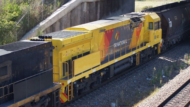 QR 5022 on coal at Sandgate