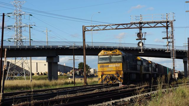 NR9 on freight near Airport Drive