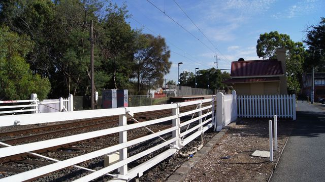 Level crossing near Jewell Station