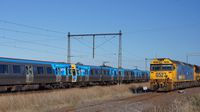 ComEng passes G527+X44 at Sunshine