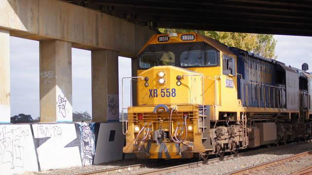 XR558 passing Gheringhap