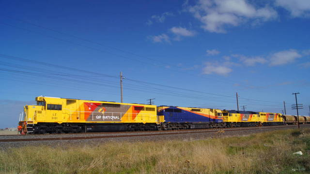 QR Grain train at McIntyre Loop
